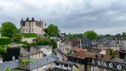 Find cheap flights from Montreal to Pau