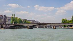 Paris hotels near Pont du Carrousel